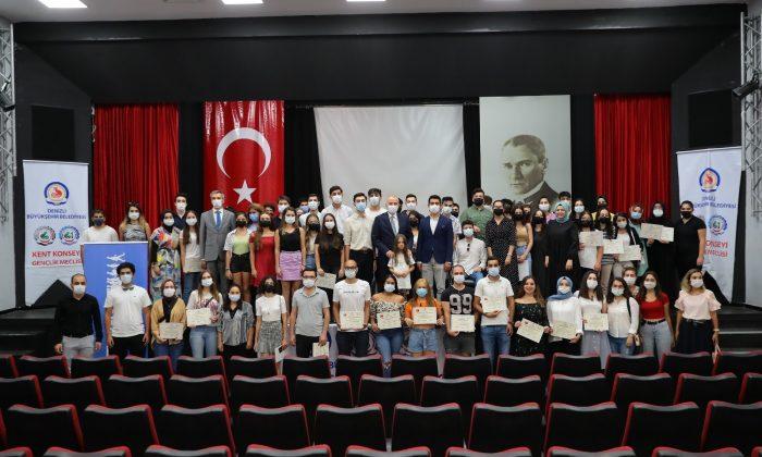 80 genç, 10 yabancı eğitmenden İngilizce eğitimi aldı