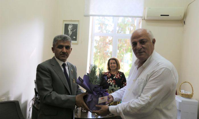 Başkan Atay'dan gazilere çiçek