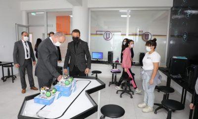 Başkan Özlü, kodlama laboratuvarına hayran kaldı