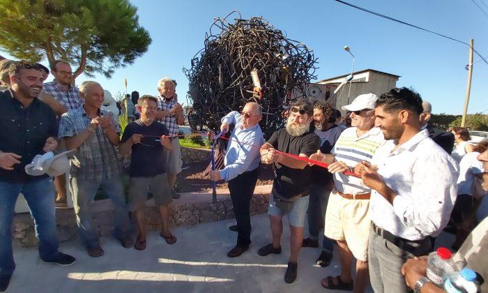 CHP'li başkanın ertelediği heykelin açılışı gerçekleştirildi