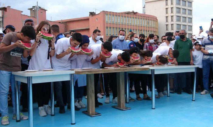 Diyarbakır 11. Karpuz Festivalini coşkuyla kutladı, sokaklarda develer karpuz taşıdı