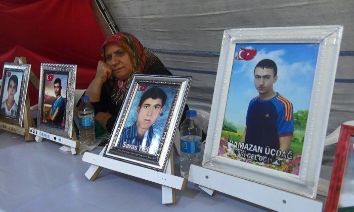 Evlat nöbetindeki aileler, çocuklarını PKK'dan almakta kararlı