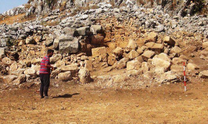 Gizemli Kent 'Thera'da kazılar sürüyor