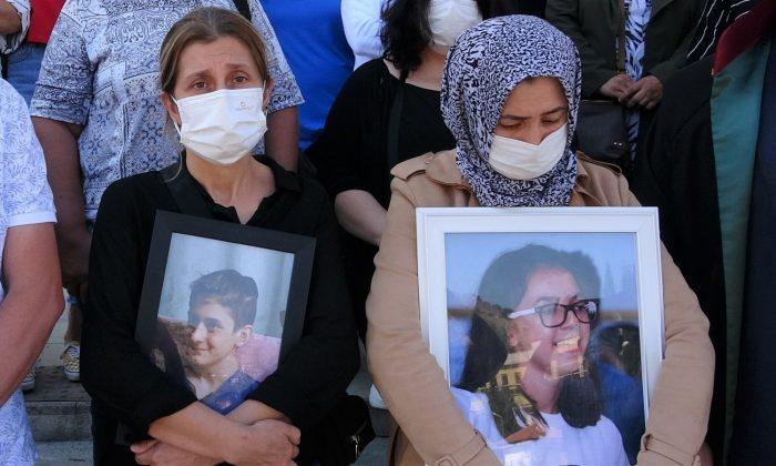 İki anne iki büyük acı, ellerinden çocuklarının fotoğrafını biran olsun bırakmadılar