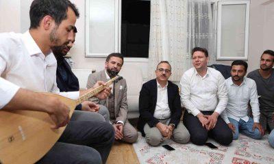 Başkan Sürekli'den gençlerle türkülü sohbet